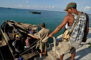 Fishers haul their boat in Indonesia (ADB Photo Library)