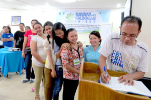 """Knowledge, free of charge. Teachers fall in line to receive free reading materials including the field guide """"Palawan Food Fishes"""" written by Dr. Benjamin Gonzales, Coastal and Marine Resources management Specialist."""
