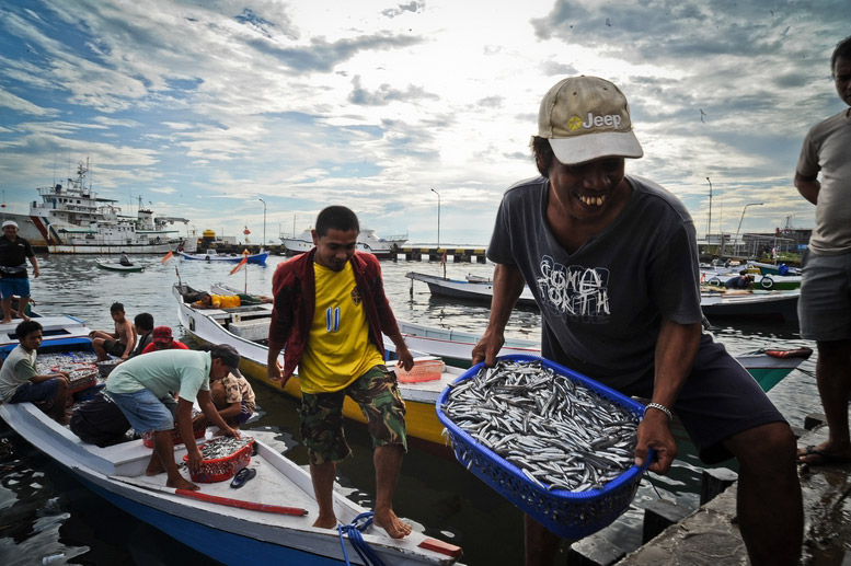 Active in 358 coastal communities across Indonesia, Coremap's main beneficiaries are families highly dependent on small-scale reef fishing for their livelihood. (Photo from: ADB Photo Library)