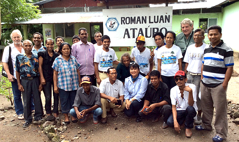 Roger Pullin (third from right) with the Atauro coastal resources management team. (Photo by: CTKN)