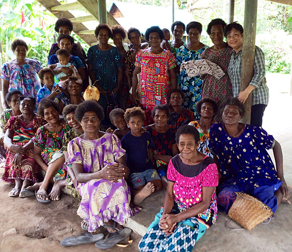 Women and children of Kimbe Bay. (Photo by: Kevin Rutter)